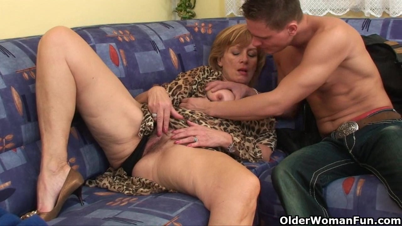Granny gets her hairy pussy fucked deep - Granny Porn
