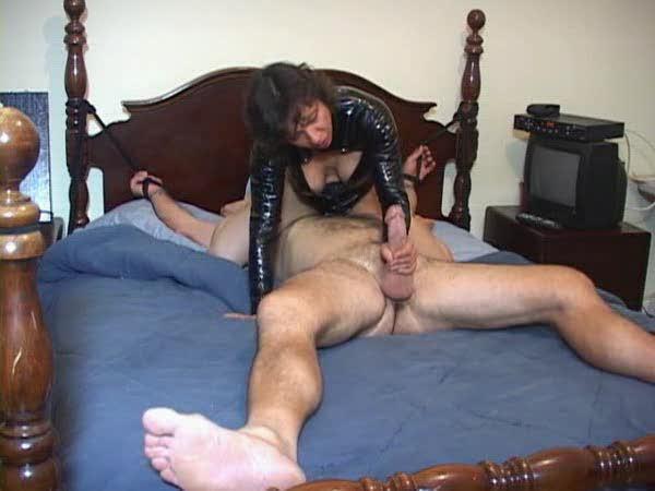laskaet-porno-zrelaya-svyazala-parnya-erotika
