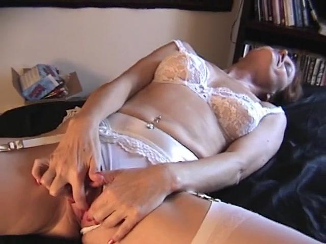 стриптиз мастурбирует в нижнем бклье порно начал