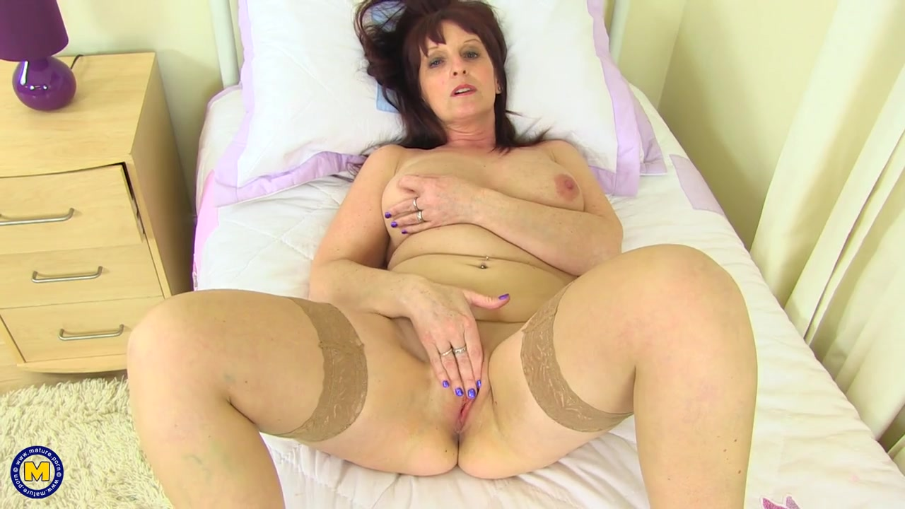 Mature pussy gets nice and wet from vibrator play