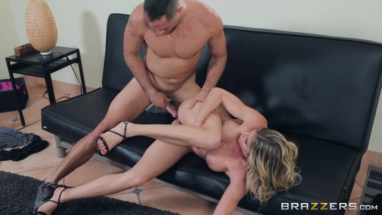 Fit mommy fucked in her gorgeous wet pussy